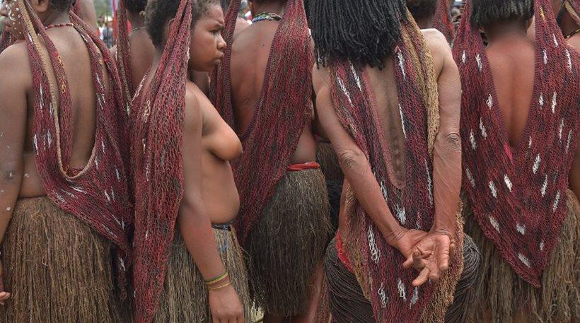 Γνωρίστε την φυλή Ντάνι όπου οι γυναίκες ακρωτηριάζονται όταν χάνουν έναν αγαπημένο