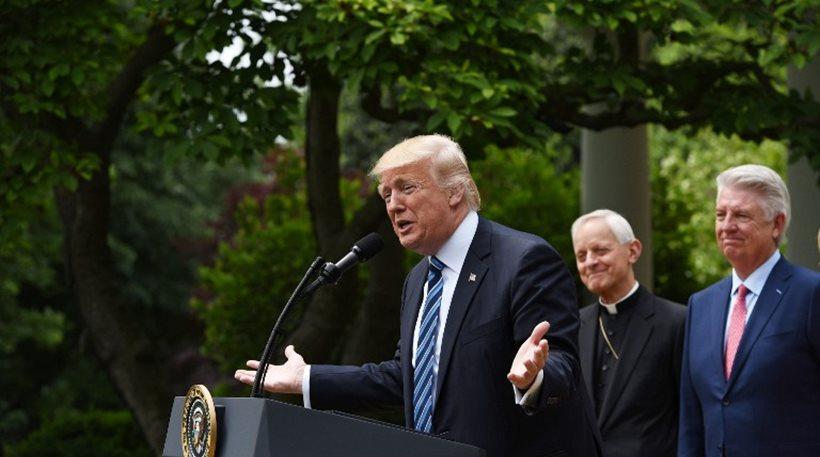 ΗΠΑ: Εκτελεστικό διάταγμα για τις θρησκευτικές ελευθερίες υπέγραψε ο Τραμπ