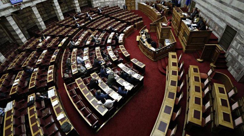 Στη Βουλή οι πέντε τροπολογίες με τα προαπαιτούμενα για να… ψαρέψουν τη δόση