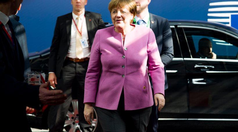 Δημοσκόπηση: Υποχώρηση της δημοφιλίας της Μέρκελ στο 59%, στο 33% ο Σουλτς
