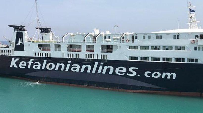 Ντροπή! Κατέβασαν από το πλοίο τους πυροσβέστες που έσβησαν τη φωτιά στην Κεφαλονιά!