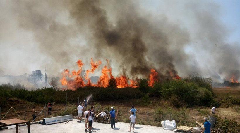 Μεγάλη πυρκαγιά στην Πρέβεζα – Κάηκε εργοστάσιο, απειλήθηκαν σπίτια
