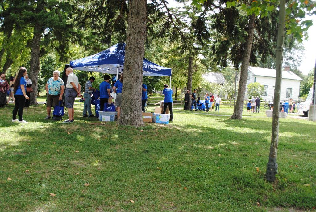 Πολύς κόσμος στο Thompson Park χαιρέτησε,  συνομίλησε και γνώρισε τη Χριστίνα Μίτας και δροσίστηκε με τα παγωτά που προσέφερε σε όλους που παρευρέθηκαν